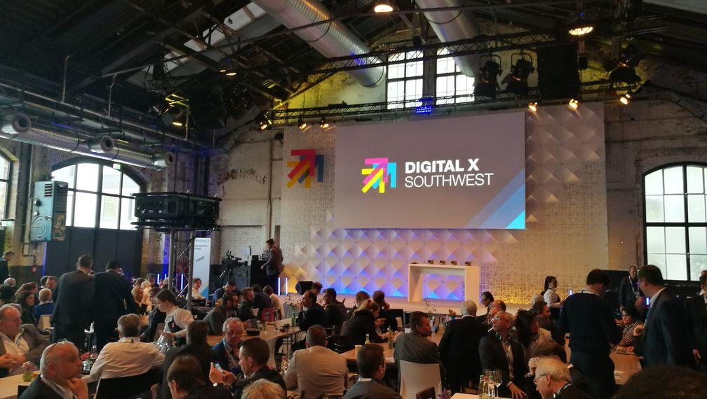 Digital X Bühne mit Publikum