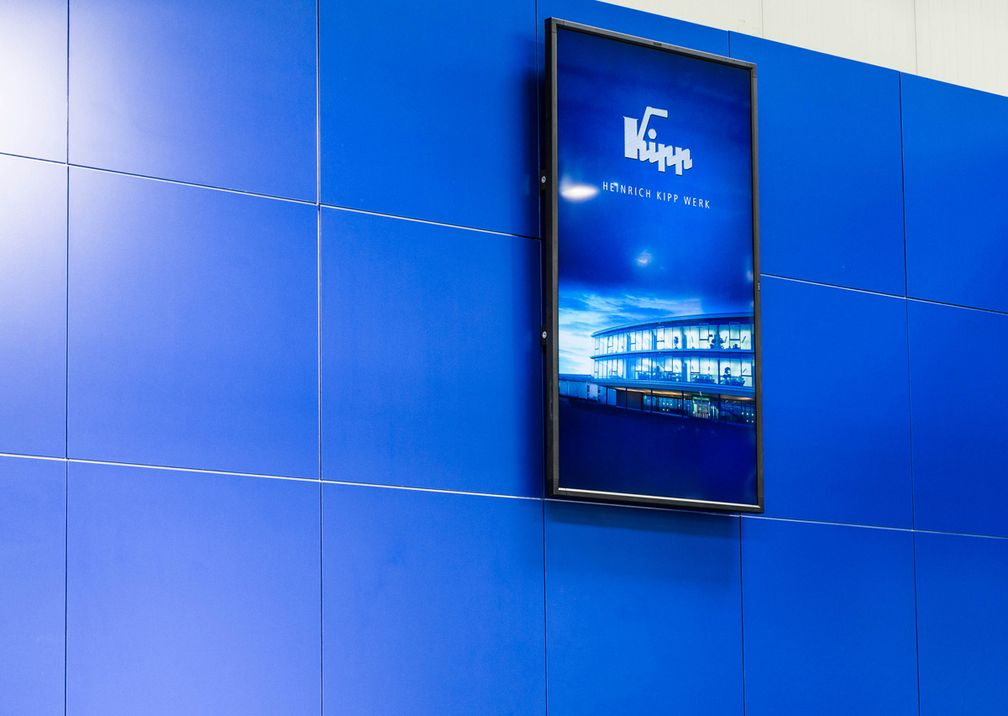 Hannover Messe Kipp Werke Messestand Bildschirm