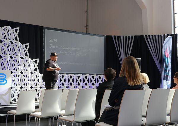 G+B Technikpartner Bühnenpräsentation