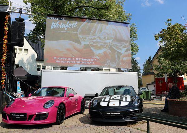 Refrather Weinfest pinker und schwarzer Porsche