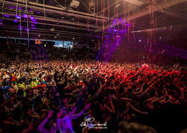 Arenaalaaf Menschenmenge